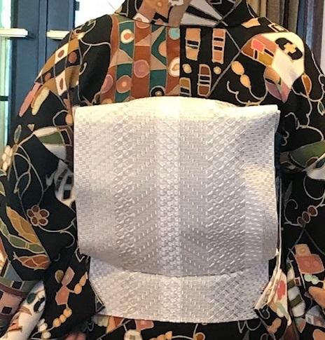 11周年・鬼しぼ縮緬小紋に博多琥珀織帯の青森のお客様。_f0181251_17414038.jpg
