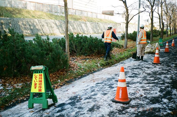 側溝の落葉の清掃作業_c0182775_1792771.jpg