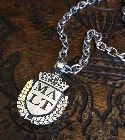 紋章のドッグネックレス_f0155891_19093889.jpg