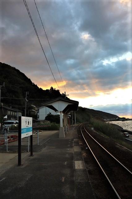 藤田八束の鉄等写真@ここは夕日で有名な下灘駅、松山から列車で40分夕日の絶景に逢いました_d0181492_19574140.jpg