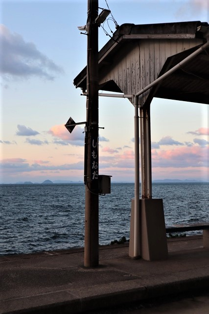 藤田八束の鉄等写真@ここは夕日で有名な下灘駅、松山から列車で40分夕日の絶景に逢いました_d0181492_19592796.jpg