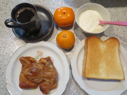朝:味噌豆餅&トースト 昼:卵かけ冷やしやまクラゲ&柿 夜:くら寿司:特大ボイル本ずわいがに、まぐろ&鮨屋の天丼_c0075701_21320417.jpg
