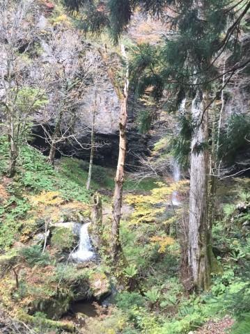 秋のトレッキング  出会の滝_e0115904_12470957.jpg