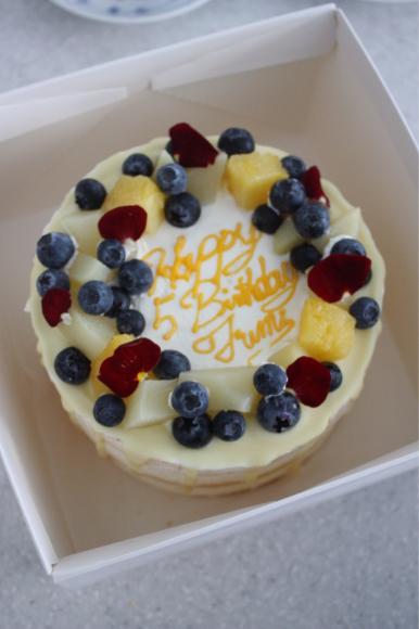 フルーツたっぷりの誕生日ケーキ_d0339705_10340082.jpg