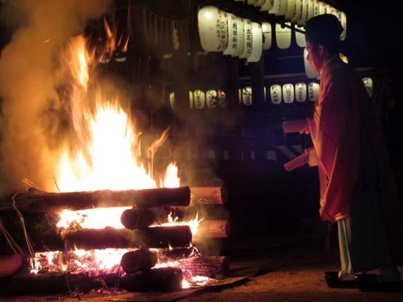 白峯神宮 火焚き祭_e0048413_22472811.jpg