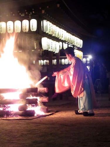 白峯神宮 火焚き祭_e0048413_22473738.jpg