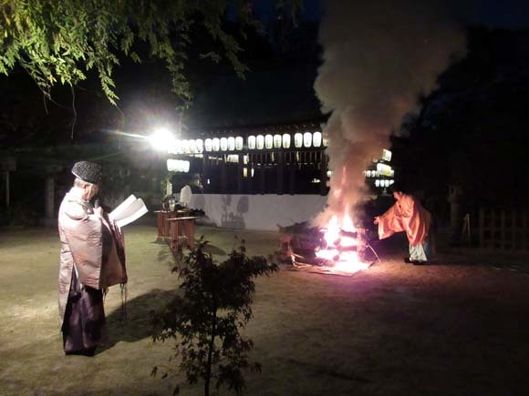 白峯神宮 火焚き祭_e0048413_22474293.jpg