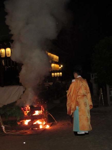 白峯神宮 火焚き祭_e0048413_22474567.jpg