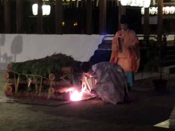 白峯神宮 火焚き祭_e0048413_22475373.jpg