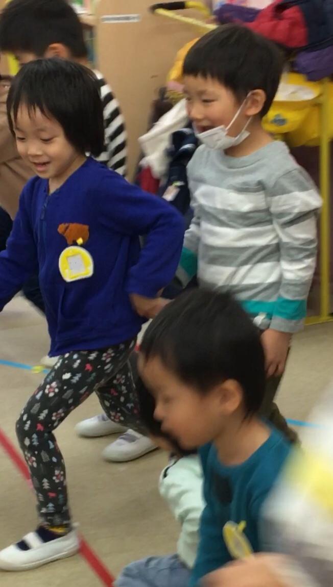 踊りが好きだよ( 出演はお友だち編 ) 年少組_e0412431_17342950.jpg