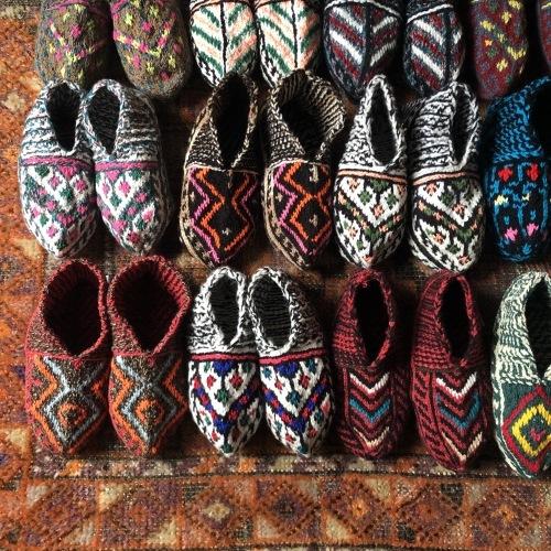 冬のおくりもの イランの手編み靴下展 東京おかっぱちゃんハウス_d0156336_16263289.jpg