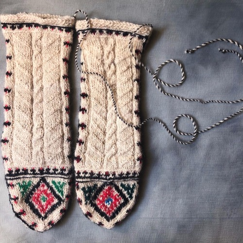 冬のおくりもの イランの手編み靴下展 東京おかっぱちゃんハウス_d0156336_16265074.jpg
