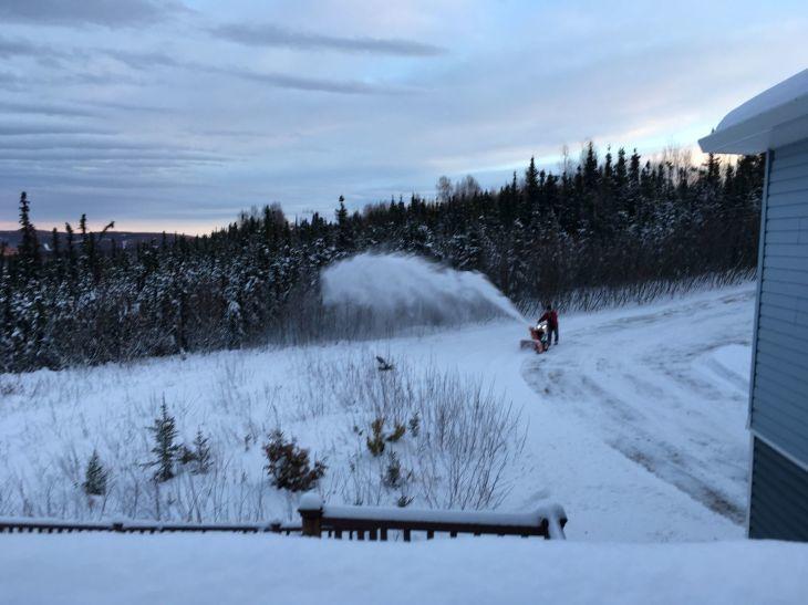 オーロラハウスの雪かき_b0135948_17275495.jpg