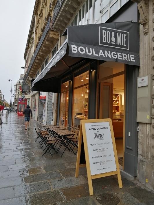 パリ 人気のパン屋さんで朝食♪_b0060363_14111369.jpg