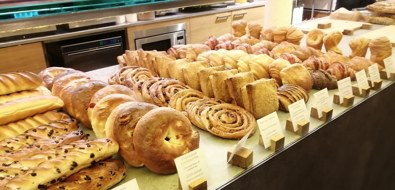 パリ 人気のパン屋さんで朝食♪_b0060363_14171089.jpg