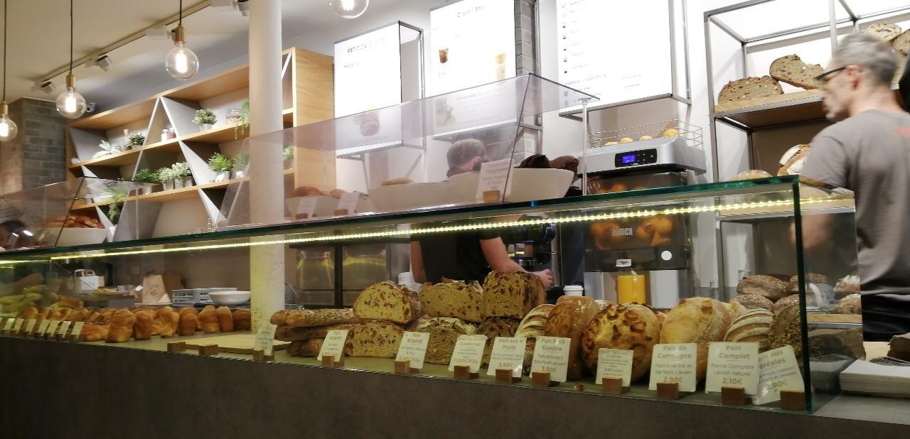 パリ 人気のパン屋さんで朝食♪_b0060363_14171753.jpg