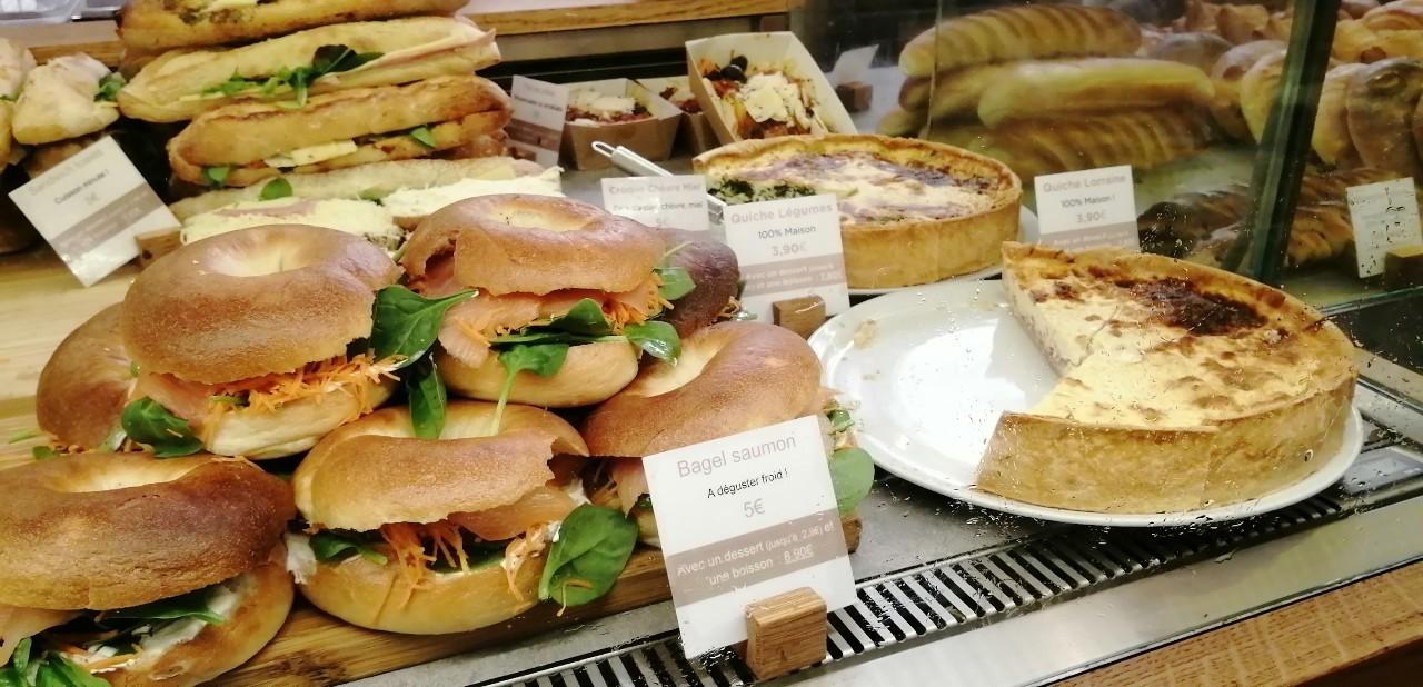 パリ 人気のパン屋さんで朝食♪_b0060363_14173005.jpg