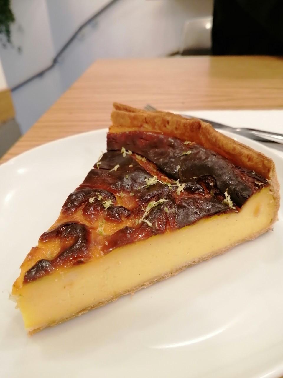 パリ 人気のパン屋さんで朝食♪_b0060363_14182758.jpg