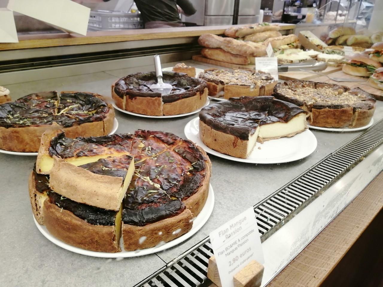 パリ 人気のパン屋さんで朝食♪_b0060363_14183540.jpg