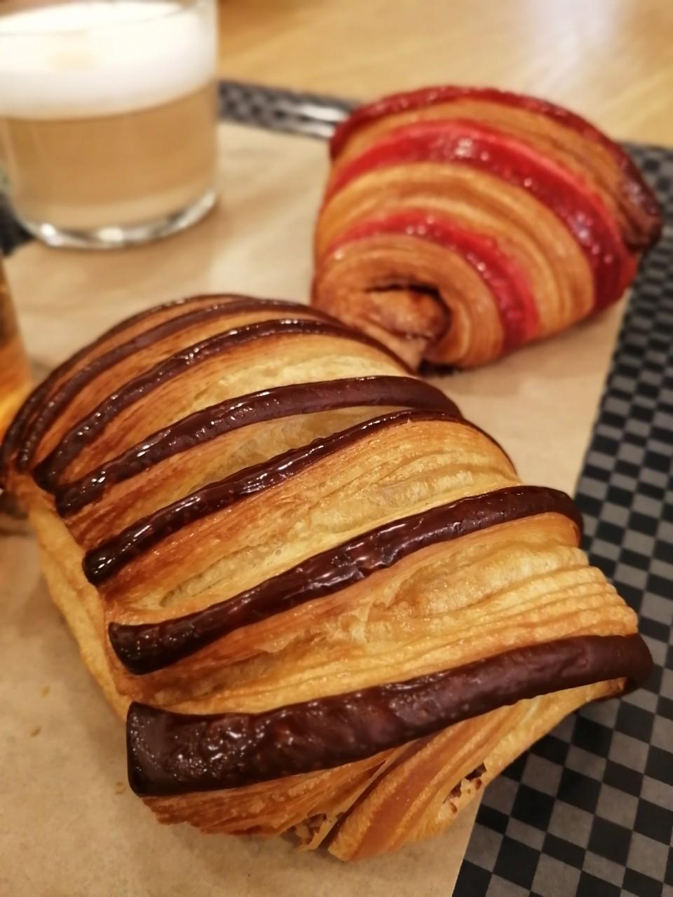 パリ 人気のパン屋さんで朝食♪_b0060363_14190103.jpg