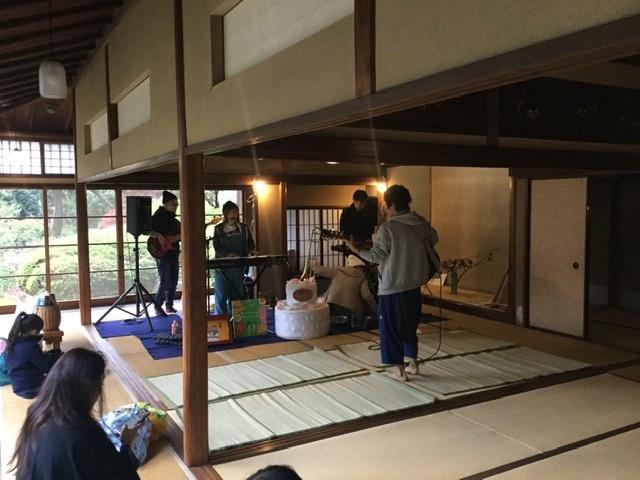 今日の繋いだ手コンサートは旧小坂邸で開催します!_c0091679_13315147.jpeg