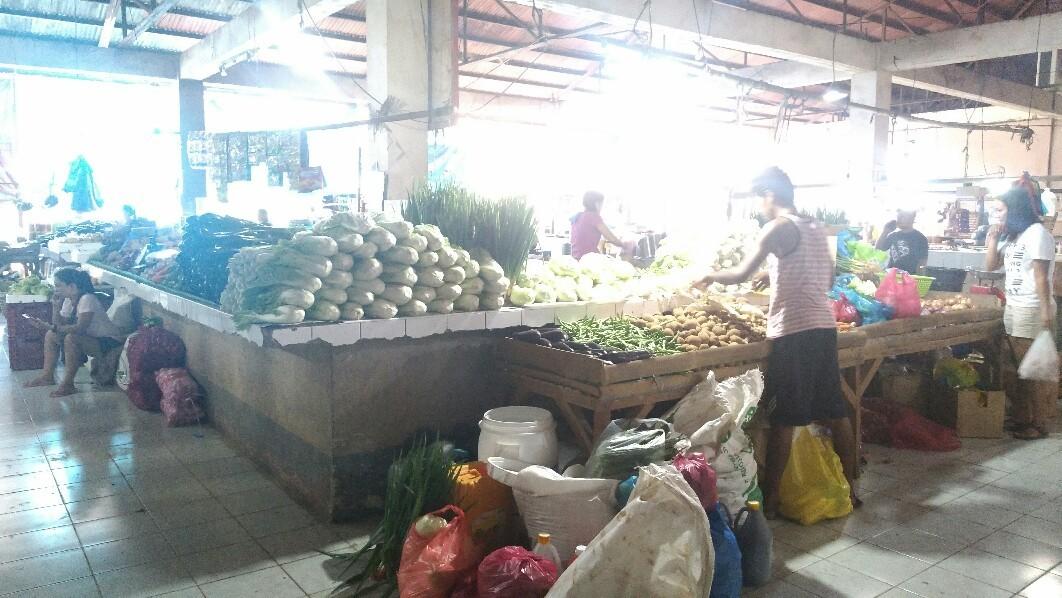 野菜を買いに市場へ_a0108380_16532103.jpg