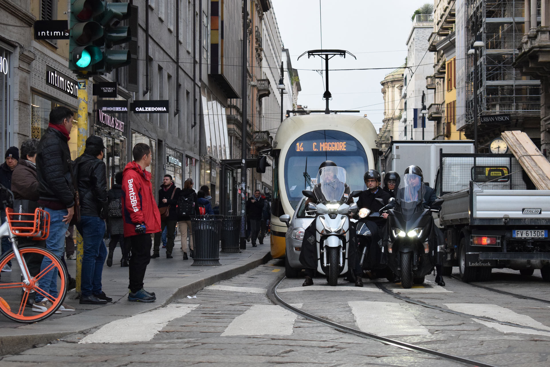 バイク天国☆イタリアの旅 その5 ミラノ街を散策_d0099181_10404352.jpg