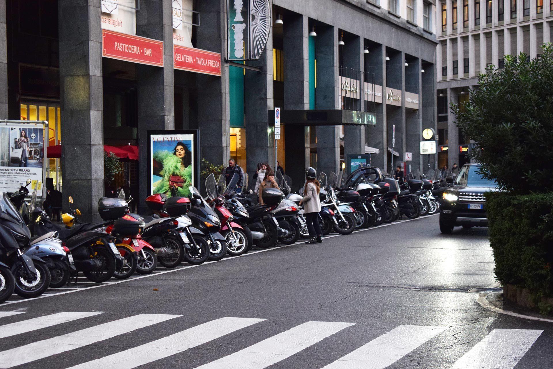 バイク天国☆イタリアの旅 その5 ミラノ街を散策_d0099181_10551128.jpg