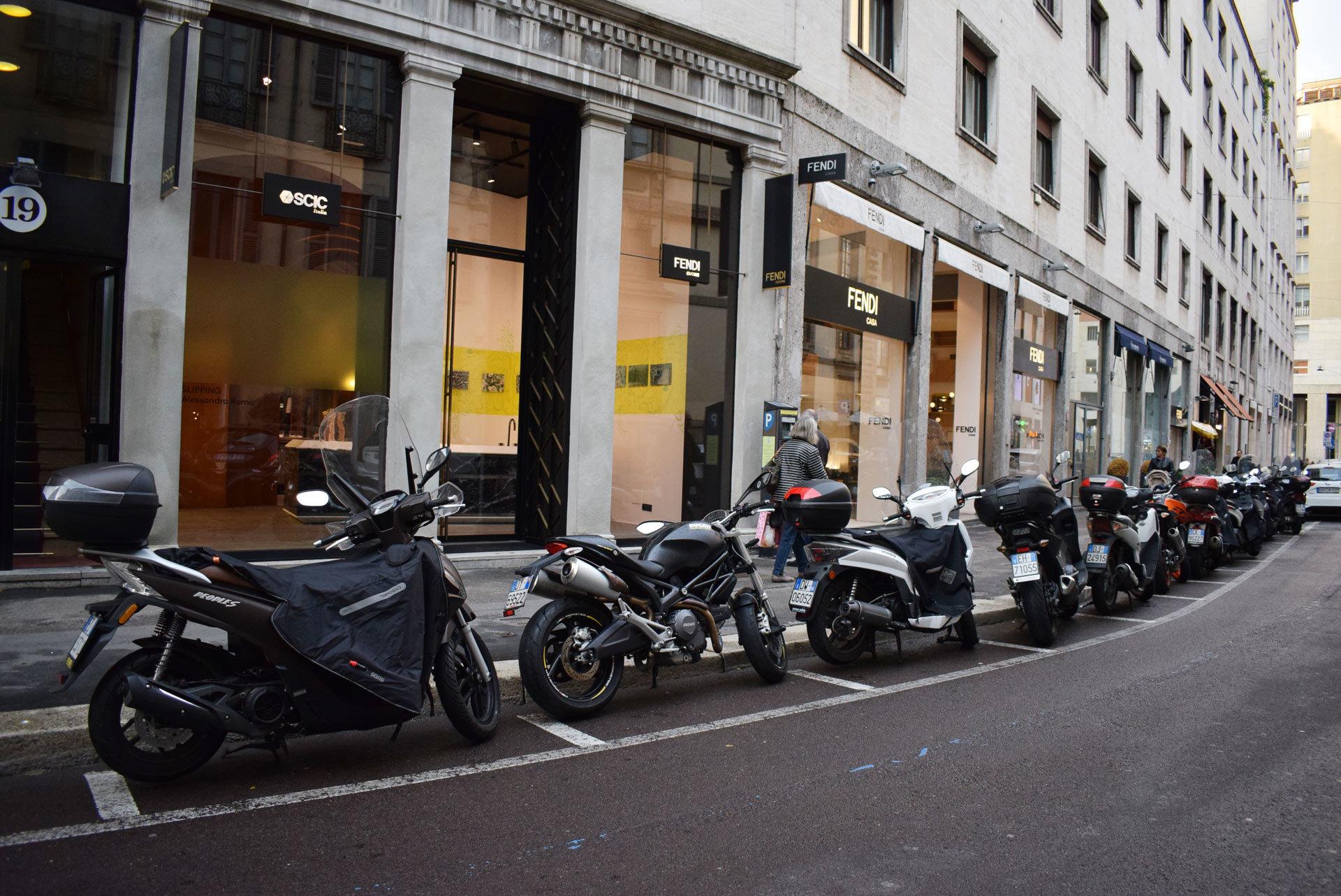 バイク天国☆イタリアの旅 その5 ミラノ街を散策_d0099181_10551255.jpg