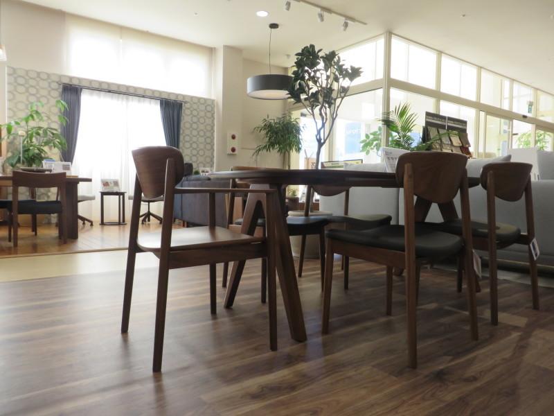 カリモク家具新作チェアCW56_d0224984_10384847.jpeg