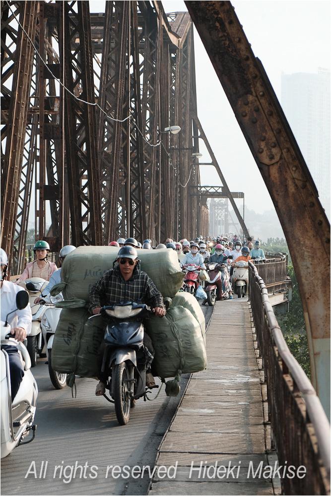 インドシナ周遊の旅 Ⅱ(5)ハノイ(3)ロンビエン遂に完結(2)鉄橋群像_c0122685_23292359.jpg