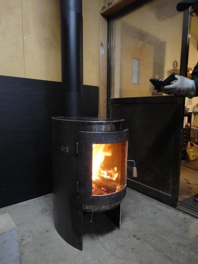 キッチンストーブegg 試し焚き_a0122098_122435.jpg