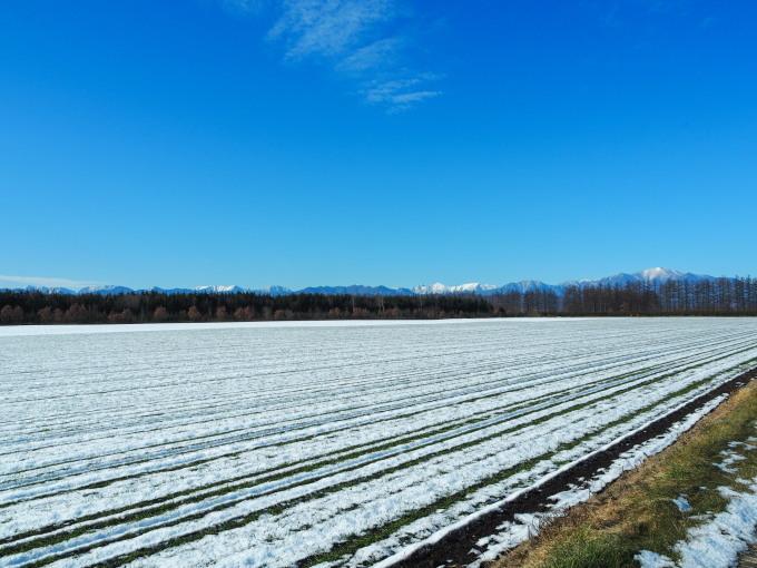雪化粧の日高山脈~冬の晴天率の高さが移住の決め手!_f0276498_00181909.jpg