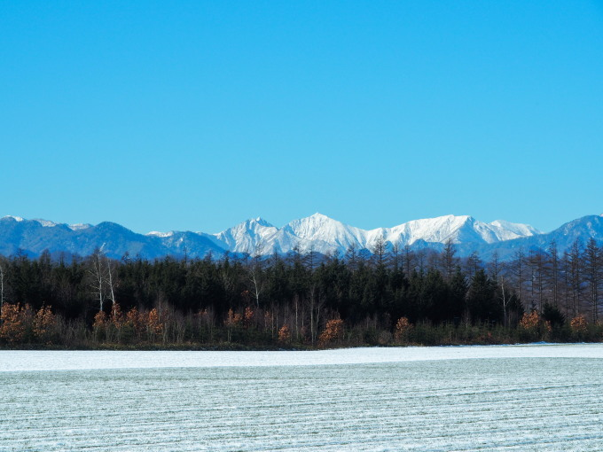 雪化粧の日高山脈~冬の晴天率の高さが移住の決め手!_f0276498_00214664.jpg