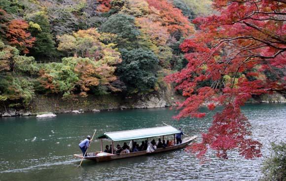 紅葉が盛り 嵐山・亀山公園_e0048413_17463552.jpg
