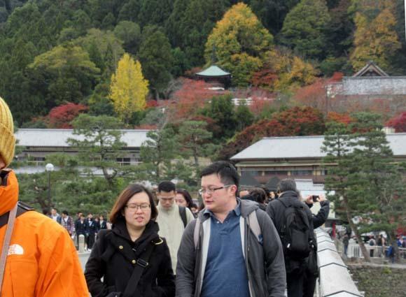 紅葉が盛り 嵐山・亀山公園_e0048413_17464581.jpg