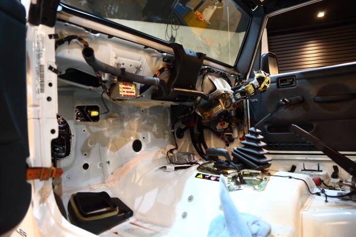 ホワイトTJ ヒーターコア修理開始_f0105425_18532769.jpg