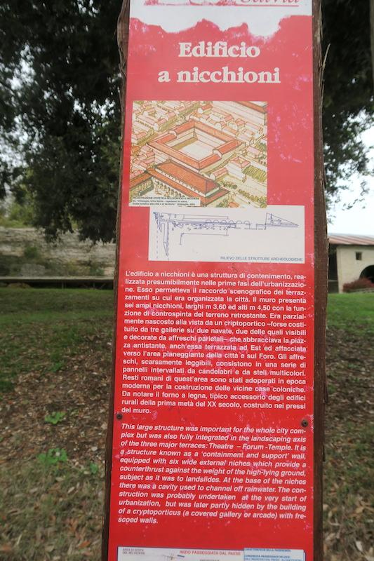 秋色の古代に栄えた町の跡、ウルブス・サルヴィア考古学公園_f0234936_7194135.jpg