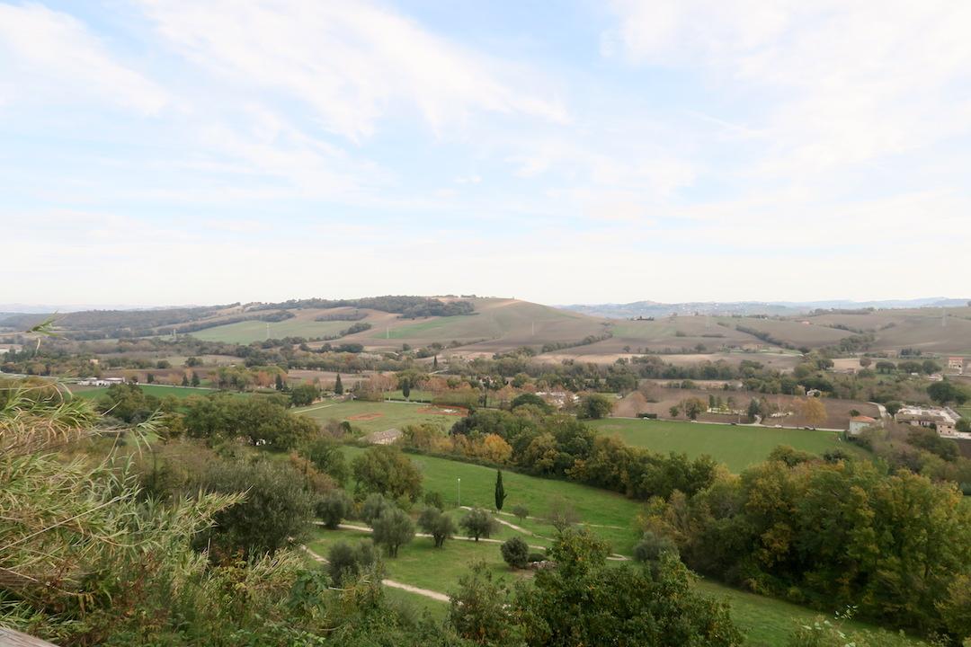 秋色の古代に栄えた町の跡、ウルブス・サルヴィア考古学公園_f0234936_7383067.jpg