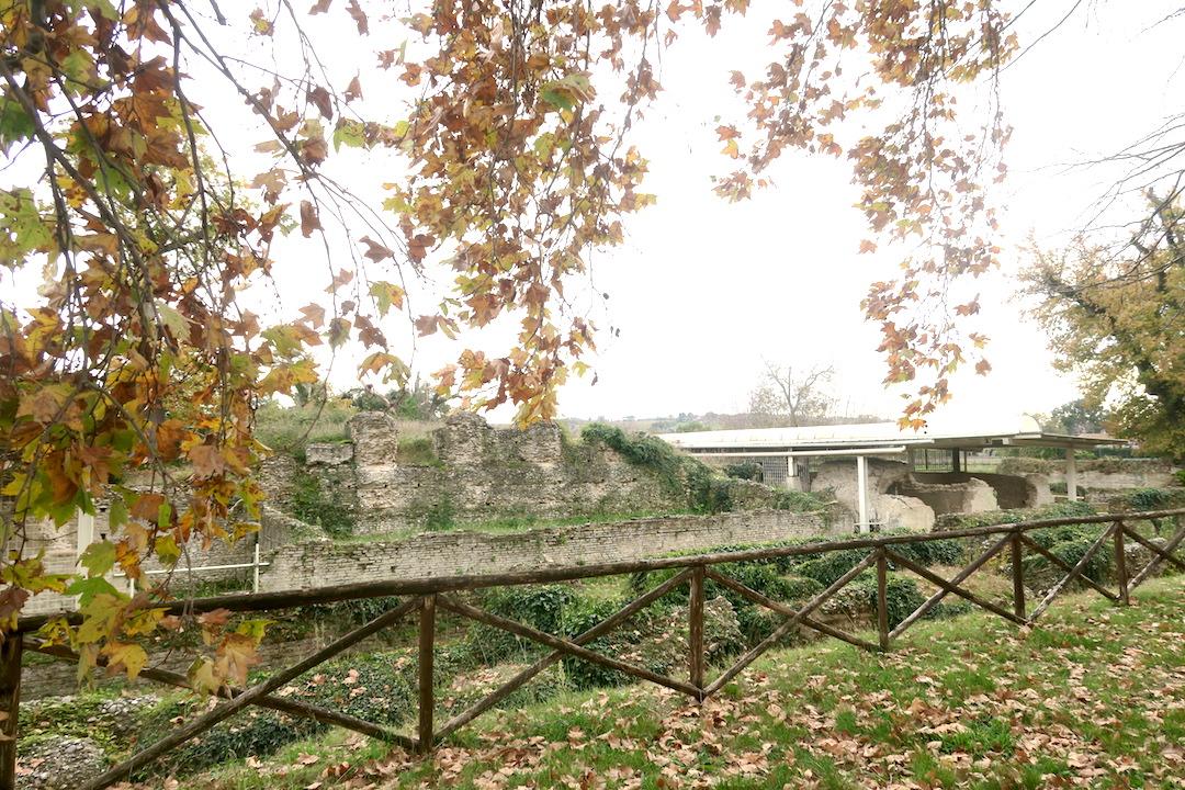 秋色の古代に栄えた町の跡、ウルブス・サルヴィア考古学公園_f0234936_8225193.jpg