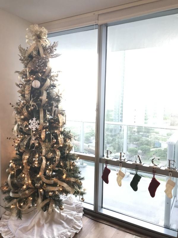 今年のクリスマスツリーはゴールドカラーで!_c0196240_18414238.jpeg