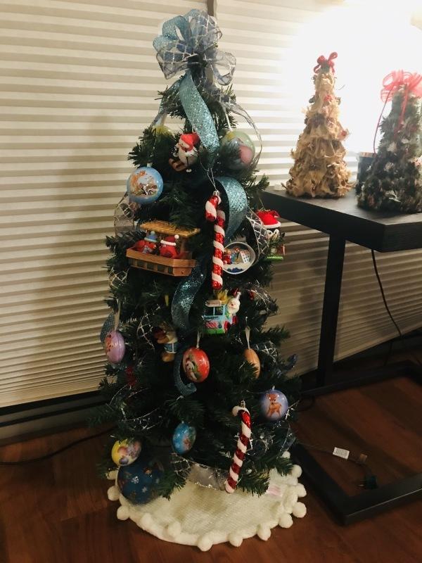 今年のクリスマスツリーはゴールドカラーで!_c0196240_18421210.jpeg