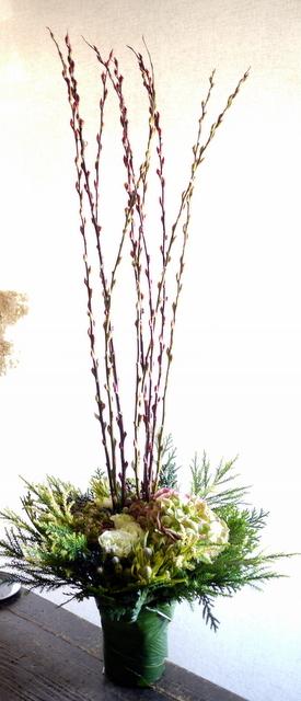宮の森アルケミストコーヒー様の開店にアレンジメント。「背を高く。白~グリーン。シック」。宮の森3条にお届け。2019/11/23。_b0171193_21583919.jpg
