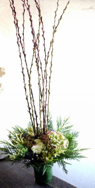宮の森アルケミストコーヒー様の開店にアレンジメント。「背を高く。白~グリーン。シック」。宮の森3条にお届け。2019/11/23。_b0171193_21584044.jpg