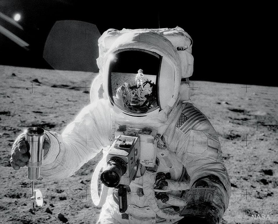 アポロ12号の月面着陸から50年_d0063814_17204134.jpg