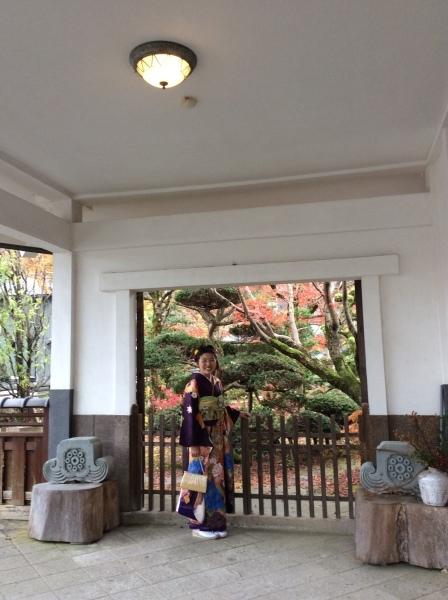紅葉の「芭蕉の館」、成人式の前撮りが③_f0289632_09261284.jpg