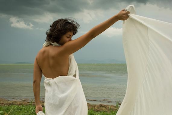 女性が神であったとき 写真 アントネッラ・ピゼッリ 俳句・伊訳 石井直子〜イタリア 女性写真展から_f0234936_7223973.jpg