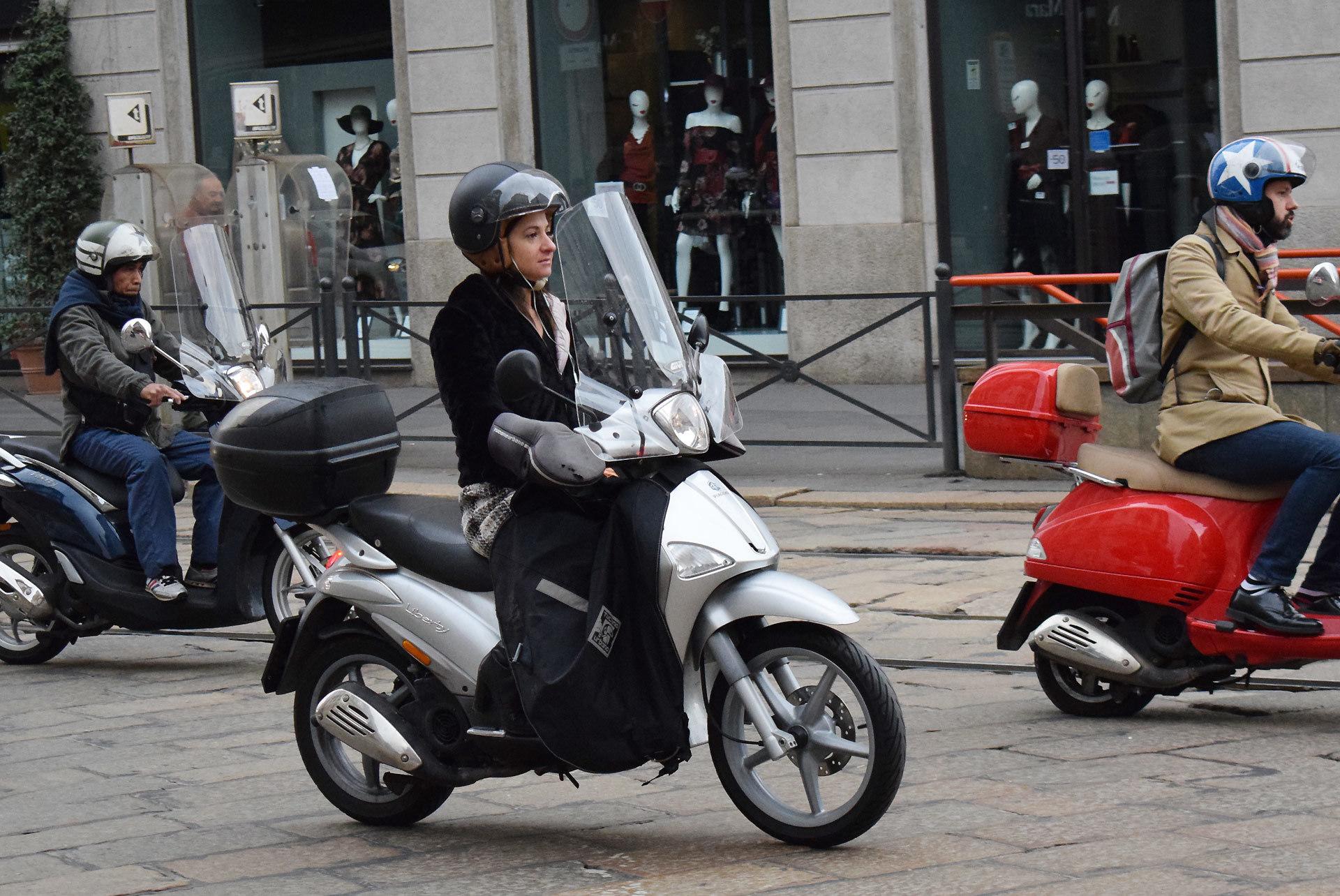『バイク天国☆イタリアの旅 (2019年版)』その6 ミラノの街でよく見かけるバイクはコレだ!_d0099181_19324285.jpg