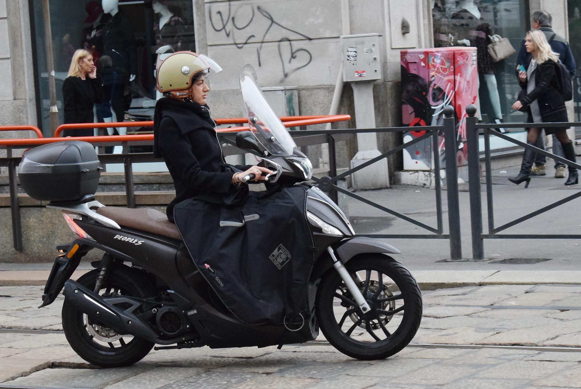 『バイク天国☆イタリアの旅 (2019年版)』その6 ミラノの街でよく見かけるバイクはコレだ!_d0099181_19380800.jpg