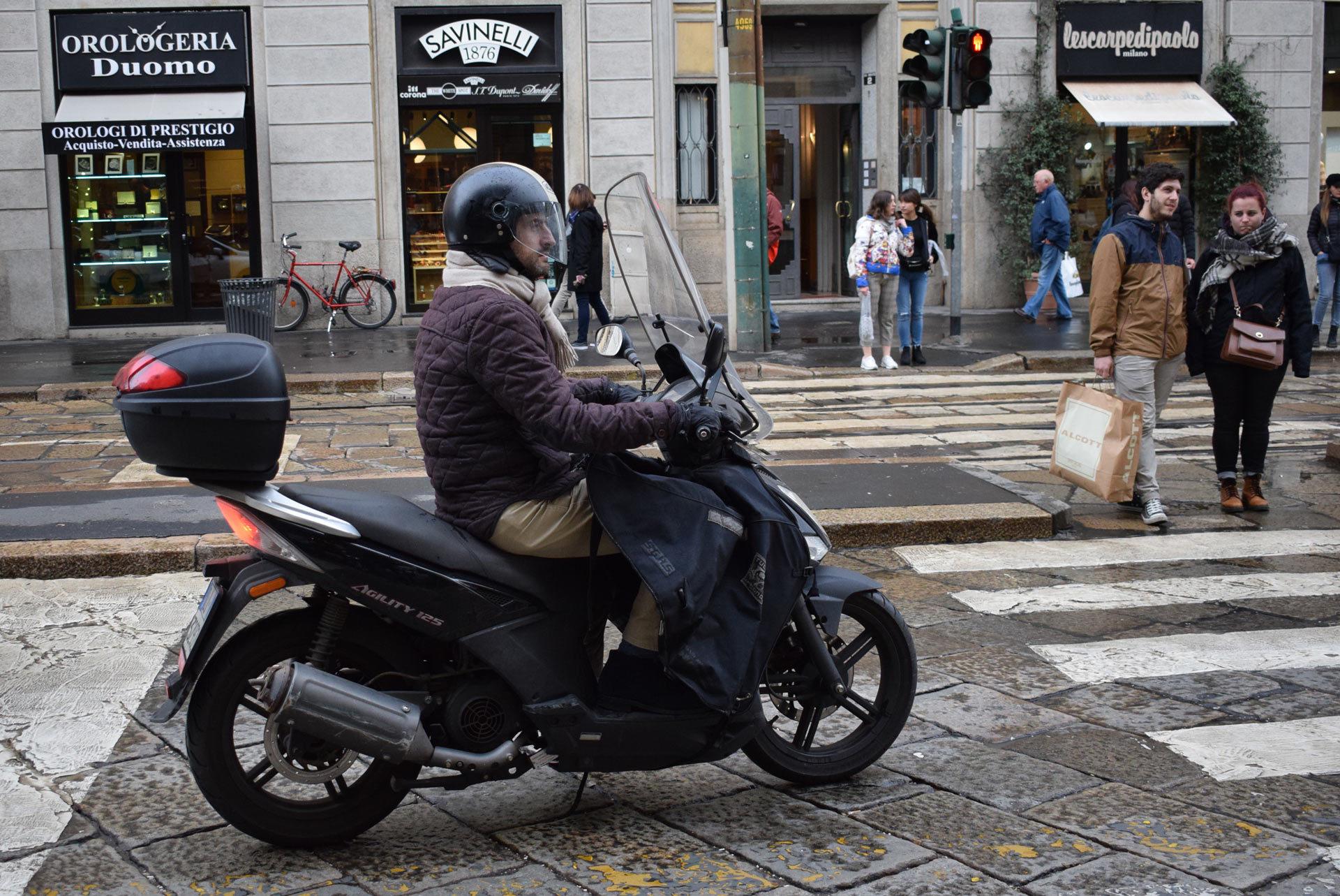 『バイク天国☆イタリアの旅 (2019年版)』その6 ミラノの街でよく見かけるバイクはコレだ!_d0099181_19512373.jpg
